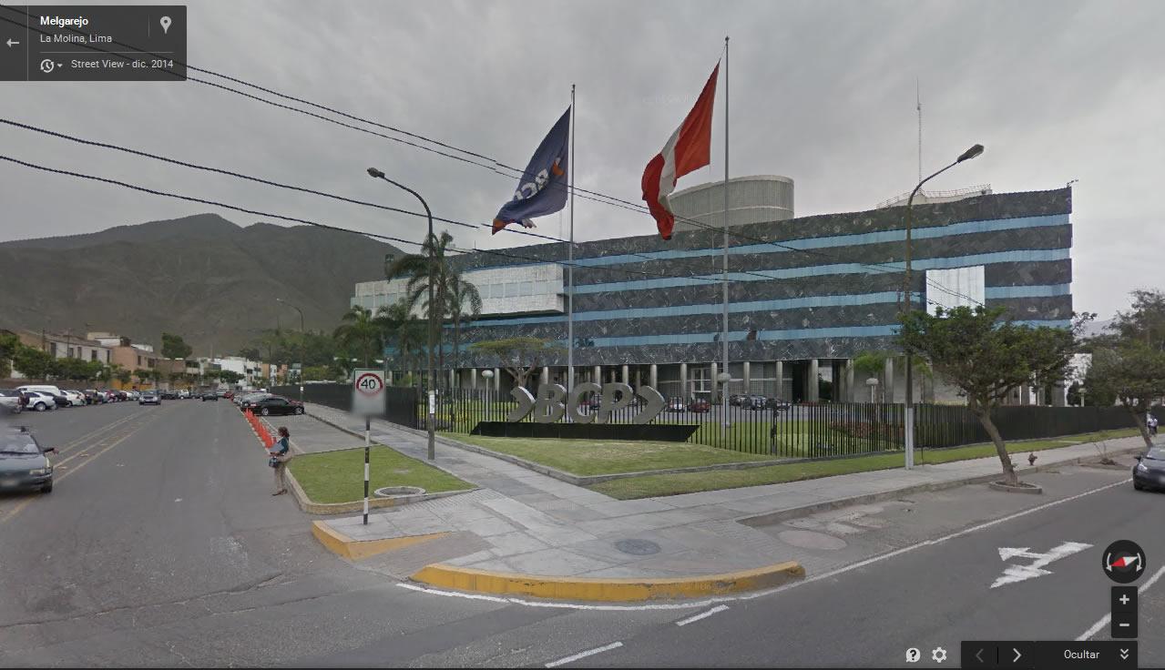 Sede del Banco de Crédito en la Molina. Visto desde la Av. melgarejo. Este lugar es donde la testigo del caso pudo ver sobrevolando una extraña y brillante luz azul en movimiento.