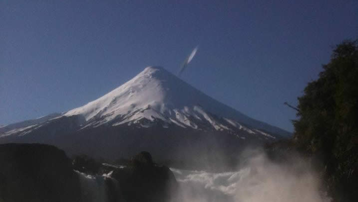 Anomalía captada en fotografía del volcán Osorno (Chile).